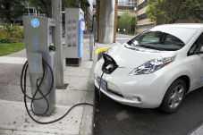 Auto elettrica in ricarica 4