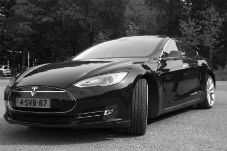 Auto elettrica in ricarica 6