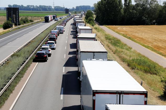 Coda in autostrada e camion