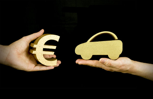 Scambio auto denaro